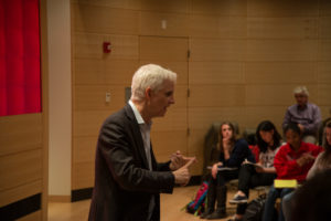 Pulitzer winner counsels students on using media