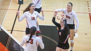 Volleyball extends winning streak to seven