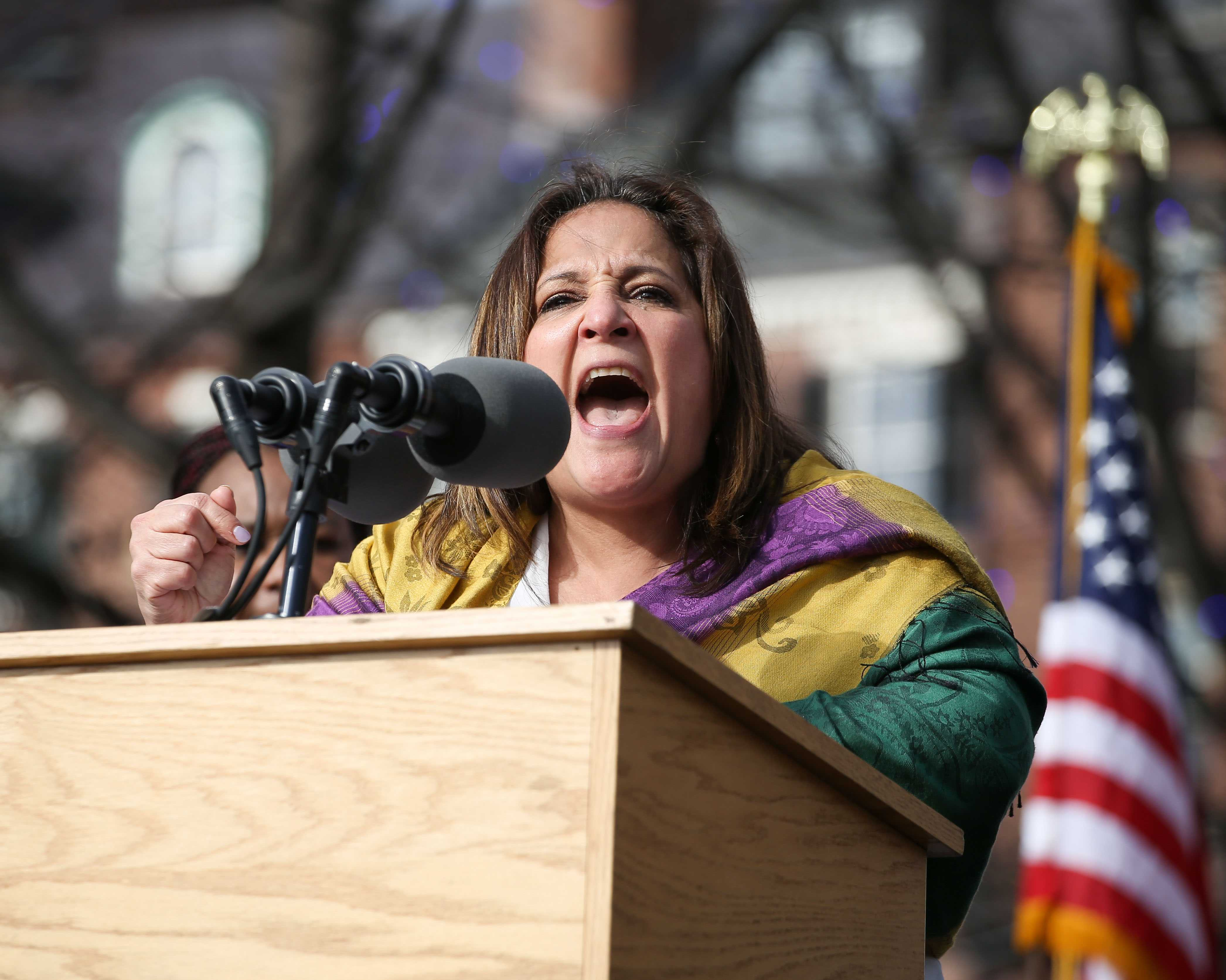 Roxana+Rivera%2C+head+of+32BJ+Service+Employees+International+Union+District+615%2C+speaks+to+the+crowd.