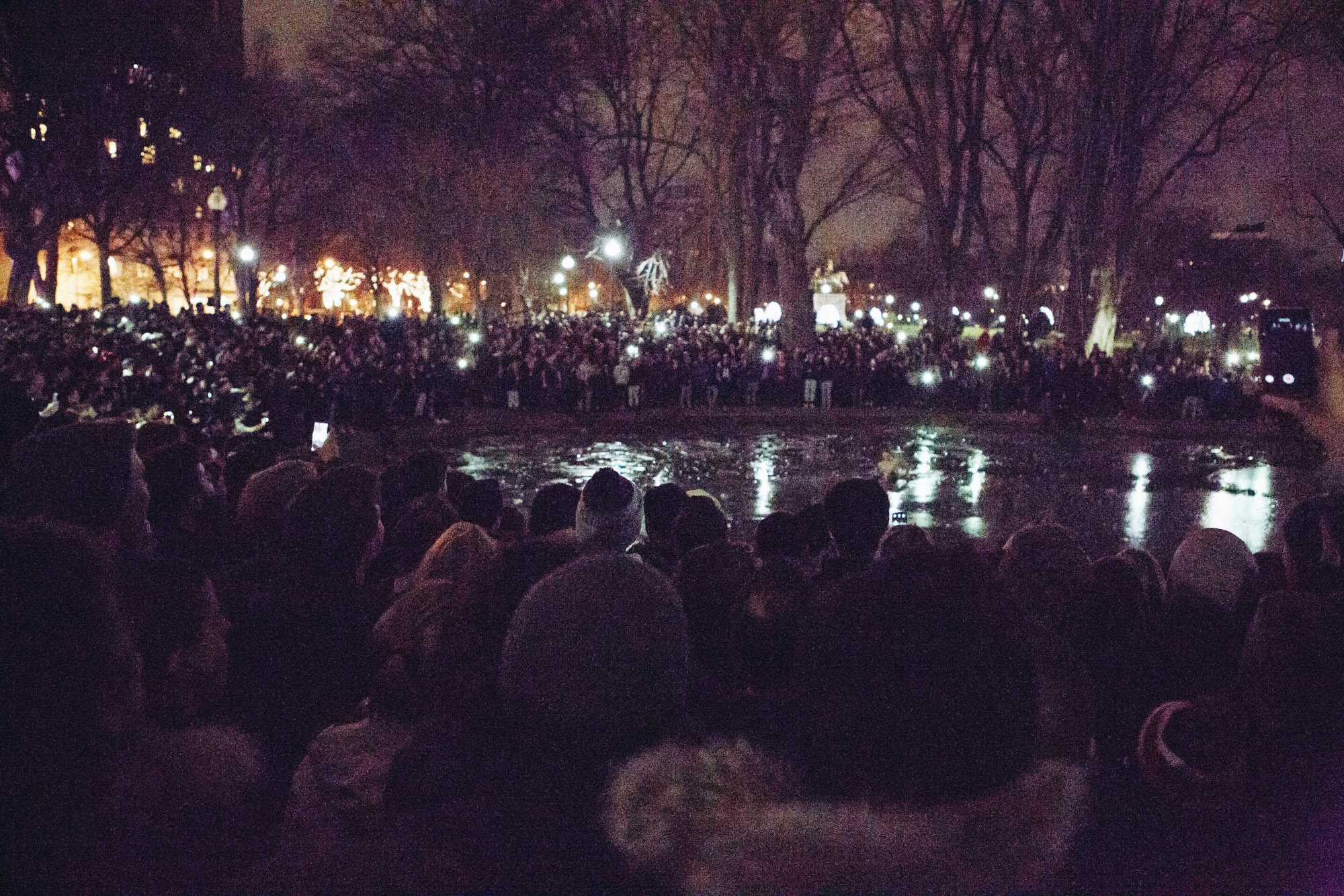 As+a+large+crowd+gathers+in+the+Boston+Public+Gardens%2C+a+brave+fan+ventures+out+onto+the+ice.