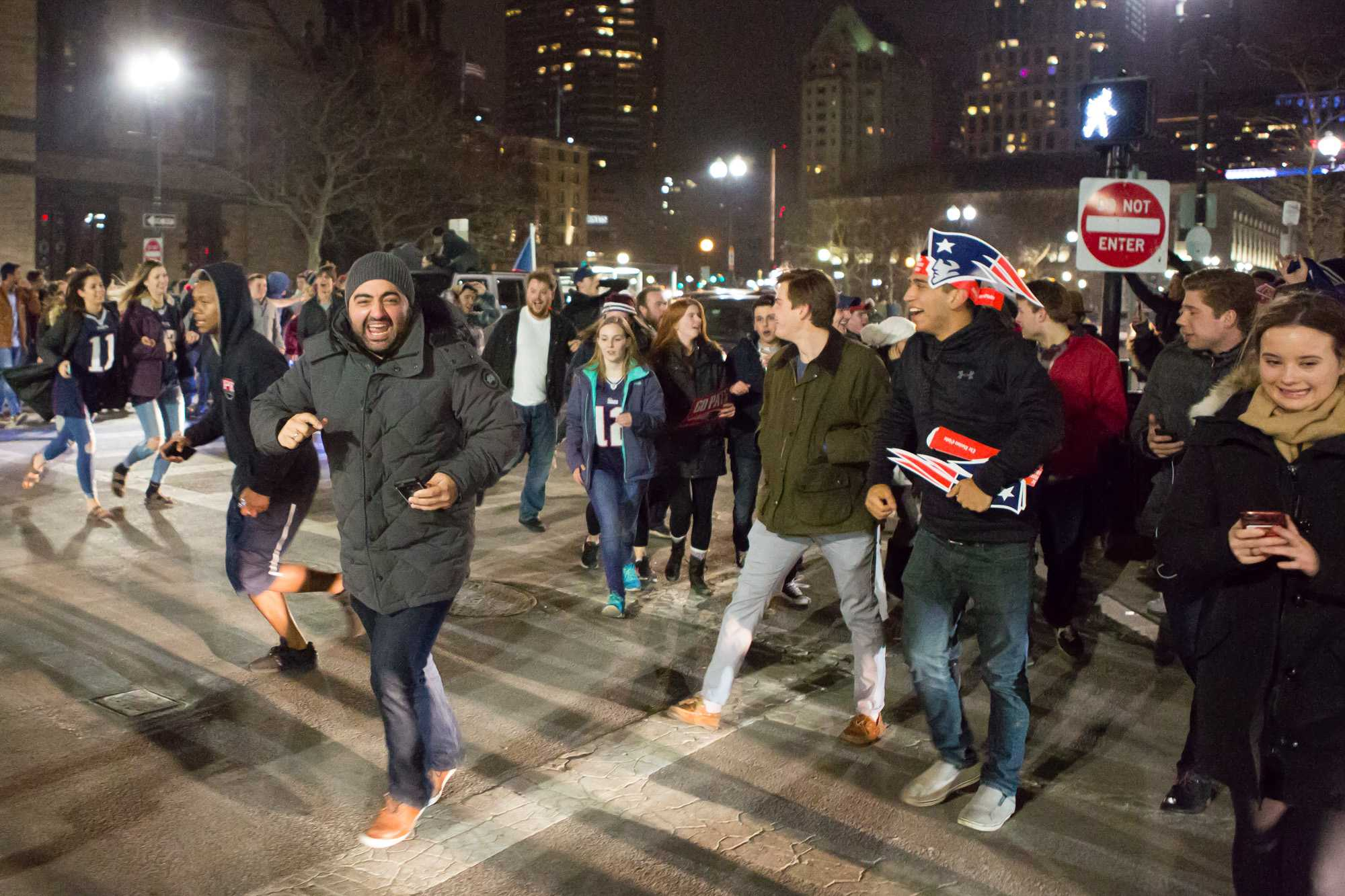Pats+fans+take+to+the+streets+in+celebration+as+they+head+down+Boylston+Street+towards+the+Boston+Commons.