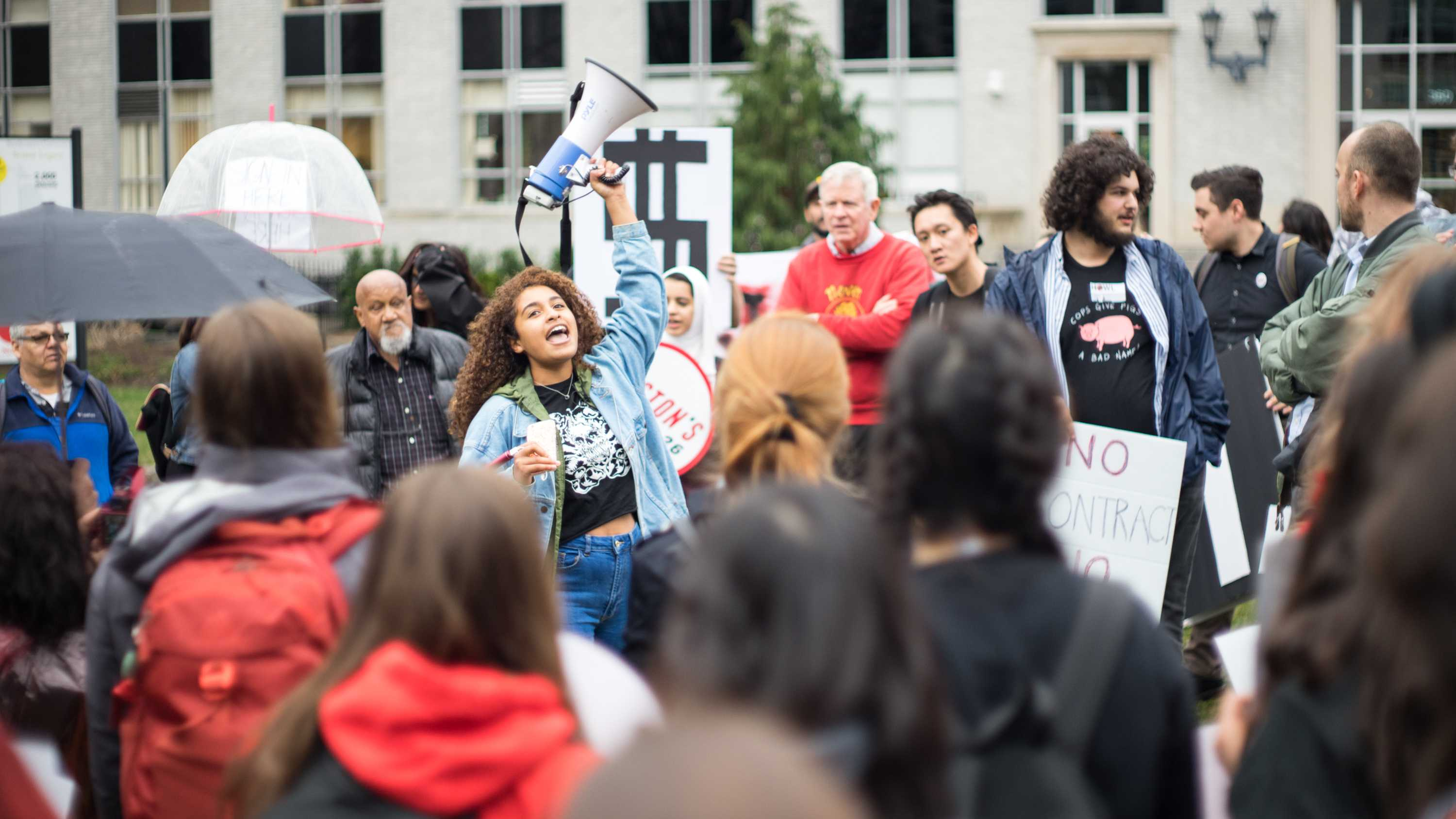 Huskies Organizing With Labor rallied Wednesday to celebrate the fifth anniversary of Northeastern's dining hall workers' vote to unionize with UNITE HERE! Local 26./Photo by Alex Melagrano