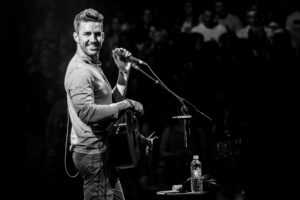 Jake Owen plays intimate show in Cohasset, MA