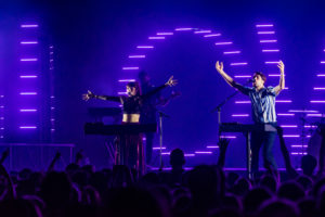 Oh Wonder, Jaymes Young wow sold-out crowd at House of Blues