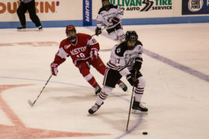 Women's hockey win sixth straight, off to best start in program history