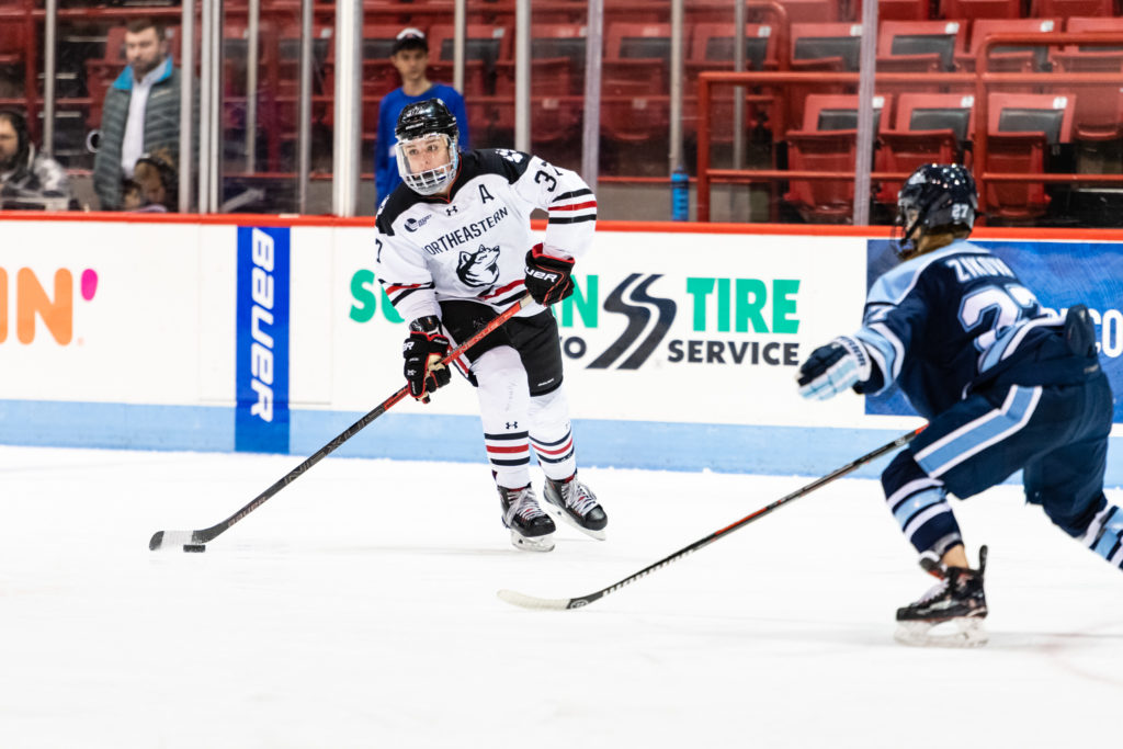 Women's hockey extends win streak to seven games, runs away from Holy Cross 6-1