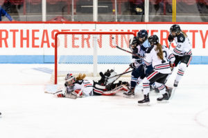 Women's Hockey Picks up eighth and ninth straight wins in weekend sweep of UNH