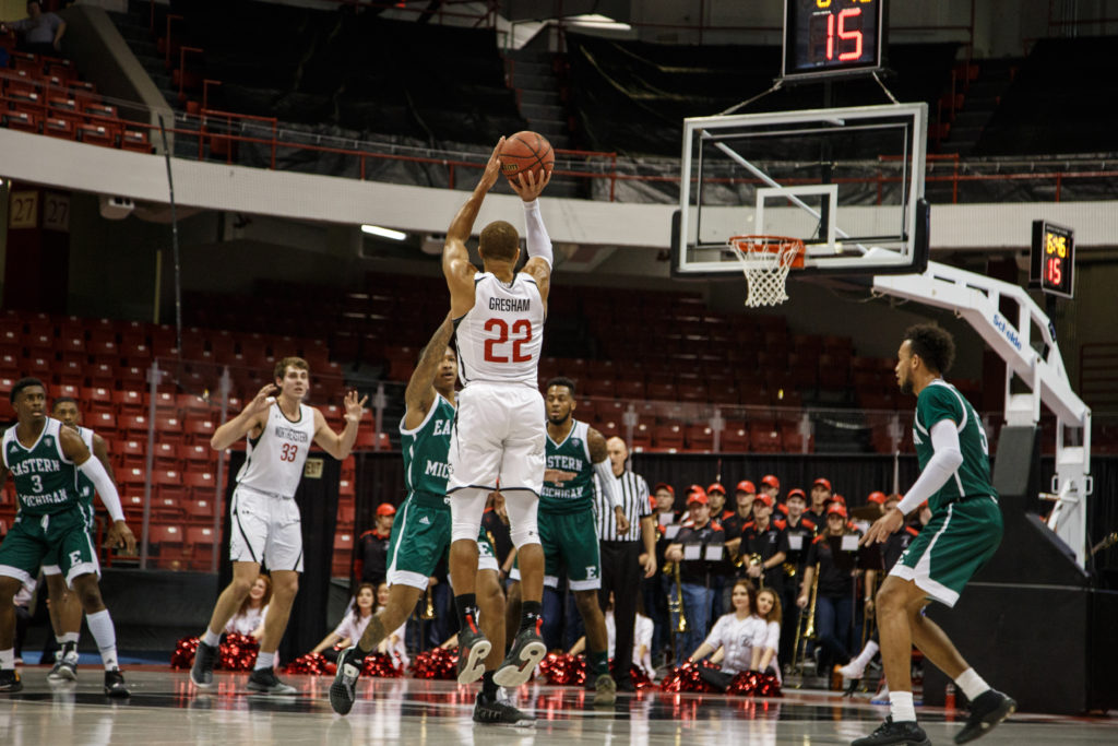 Shorthanded men's basketball earns dominant wins over Bucknell, Eastern Michigan