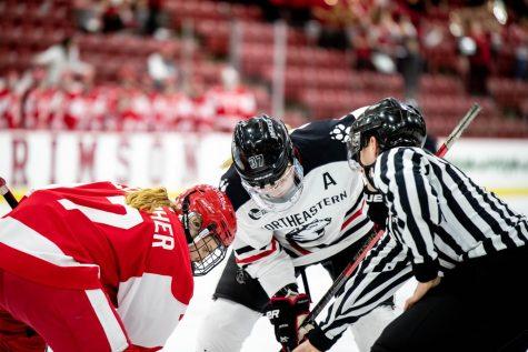 Women's hockey gets 12th straight home win over Merrimack