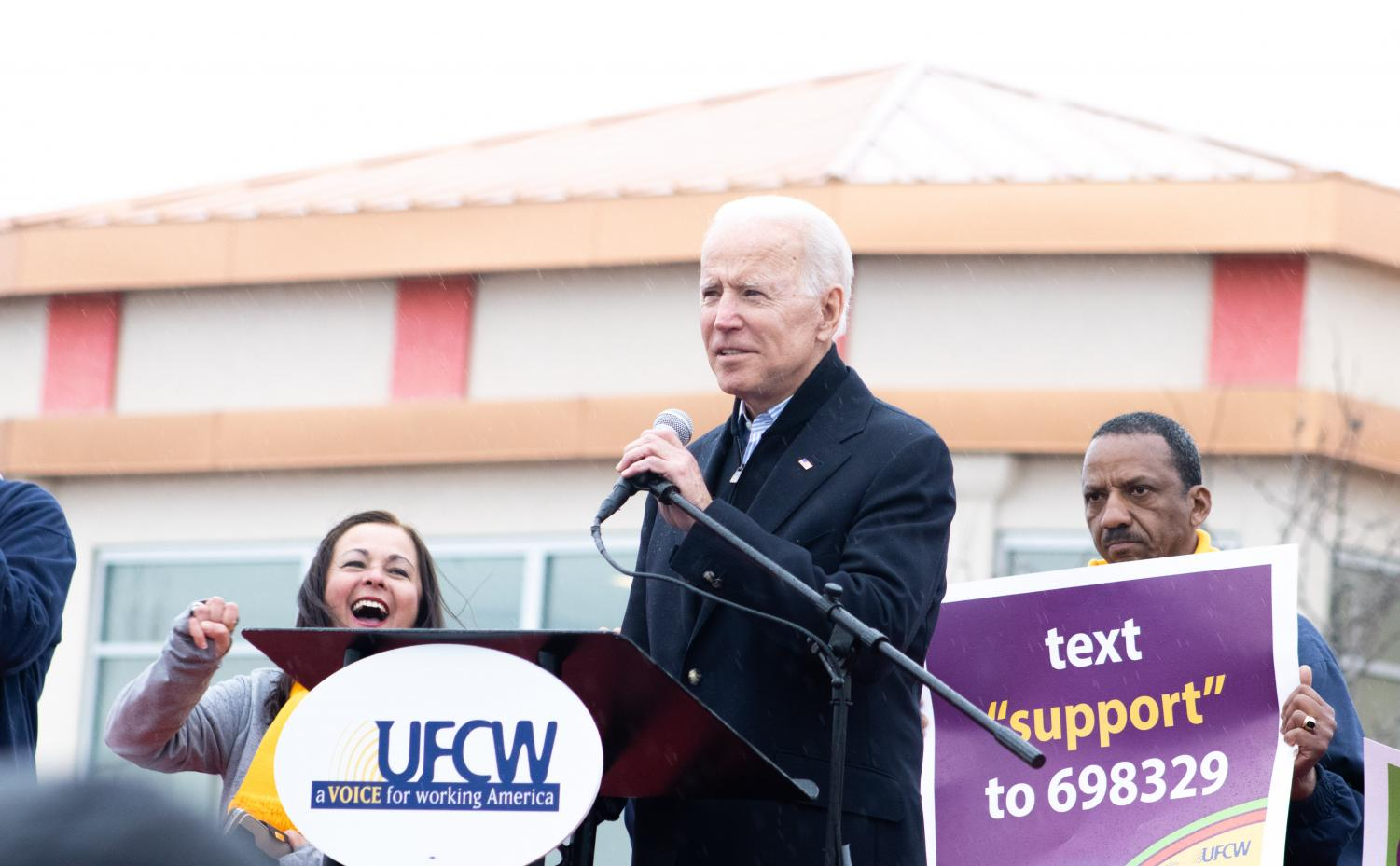 Former+Vice+President+Joe+Biden%2C+joined+by+regional+Stop+%26+Shop+employees%2C+addresses+a+group+of+strikers+in+Dorchester.