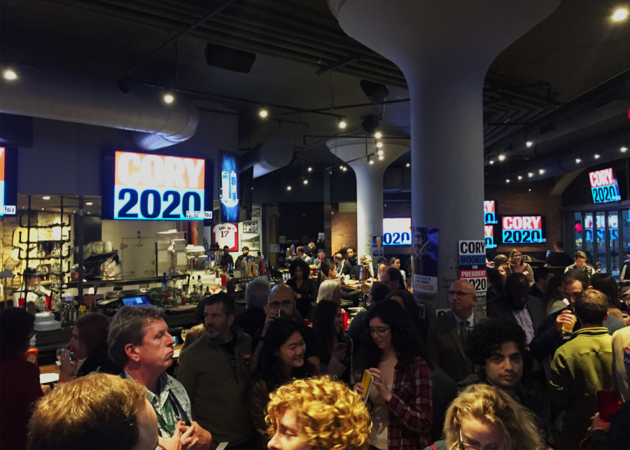 A+crowd+of+supporters+at+presidential+candidate+Cory+Booker%27s+campaign+event.