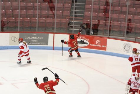 No. 3 women's hockey knocks off BU 2-1 in close contest