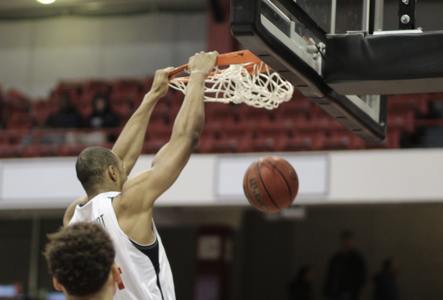 Redshirt+junior+guard+Maxime+Boursiquot+reached+his+career-high+of+18+points+in+today%27s+game.