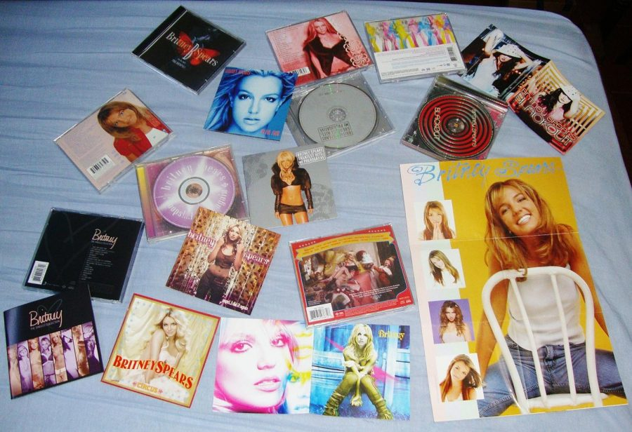 %22Britney+Spears+%C3%81lbuns+%281999-2009%29%22+by+Lucas+Brigido+is+licensed+under+CC+BY-SA+2.0