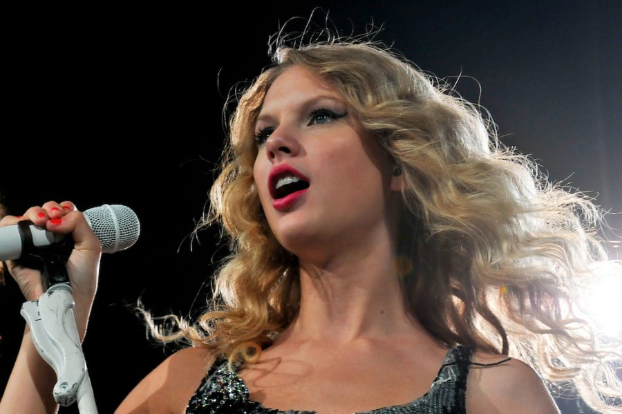 Taylor+Swift+Concert+010+by+pennstatenews+is+licensed+under+CC+BY-NC+2.0